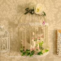 Белые голуби в клетке на стену - символ любви и мира на свадьбу