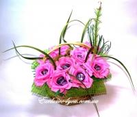 Букет роз из конфет в корзинке