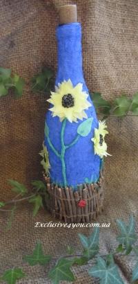 Украшение бутылки в украинском стиле в виде подсолнухов