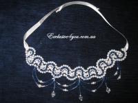 Ожерелье с бисера сине-белого цвета