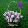 Букет розовых крокусов из конфет в корзинке