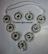 Набор ожерелье и серьги белого цвета
