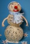 Белый декоративный снеговик