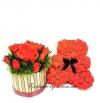 Букет красных роз с бутонами из конфет в корзинке с мишкой